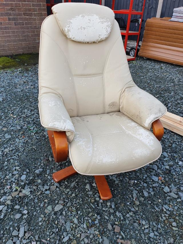 Preview of the first image of very comfortable chair.