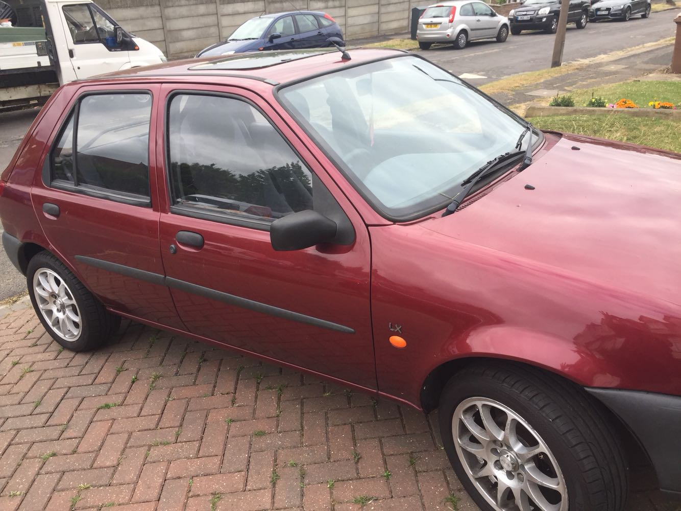 Great little city car 1997 Ford Fiesta  long MOT - Larkswood, London - Good runner with nice rims and (almost) new tyres. Shows its age but still good for a couple more years. MOT until end of APRIL 2018 and cheap to insure. A few rusty spots and some other signs of wear and tear (see pictures). On the br - Larkswood, London