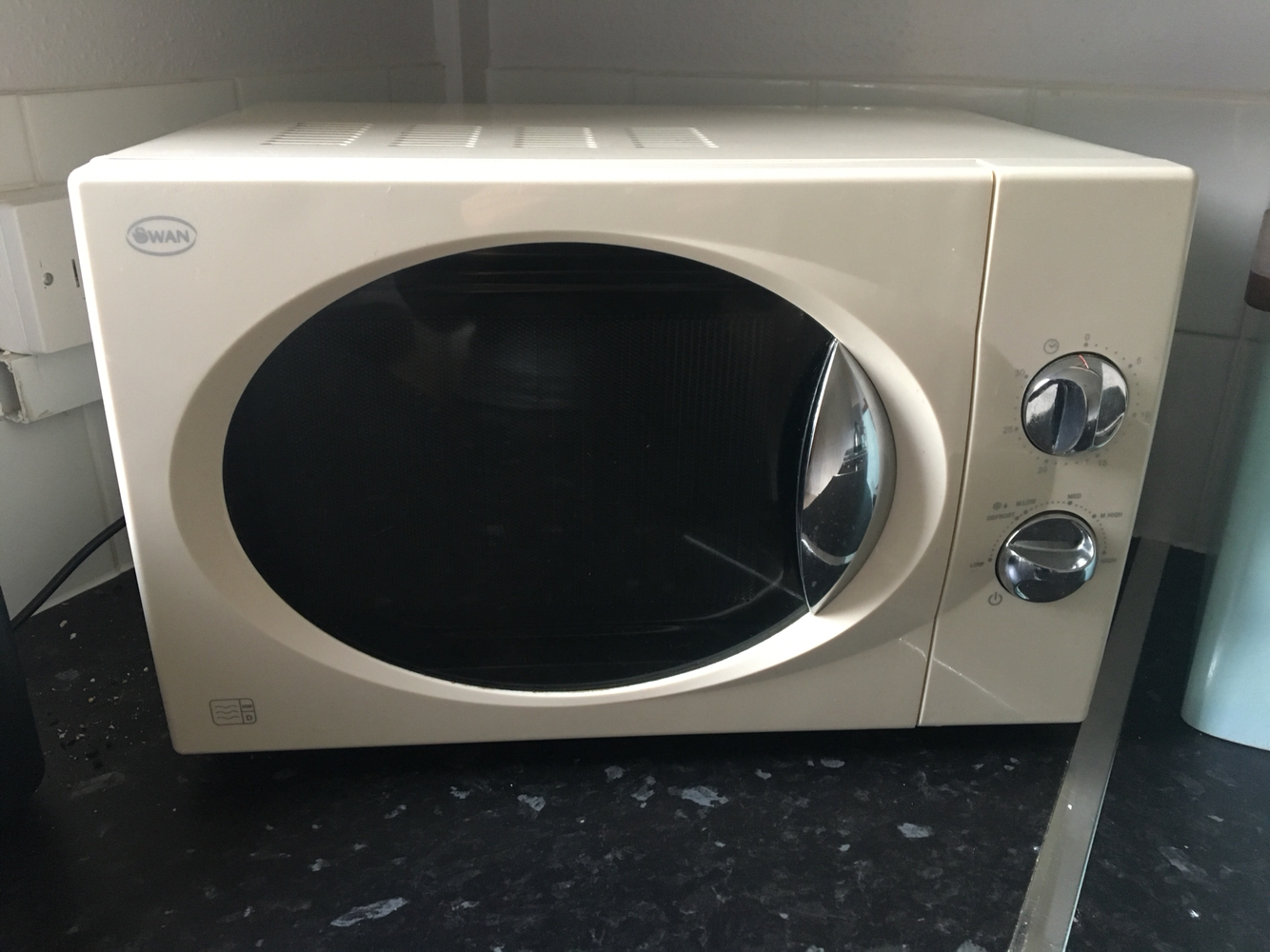 cream colour microwave oven good condition fully working rotation with plug in