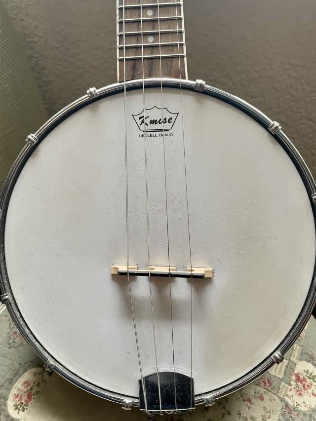 Preview of the first image of Kmise banjo ukulele.