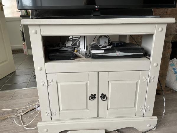 Image 2 of tv cabinet