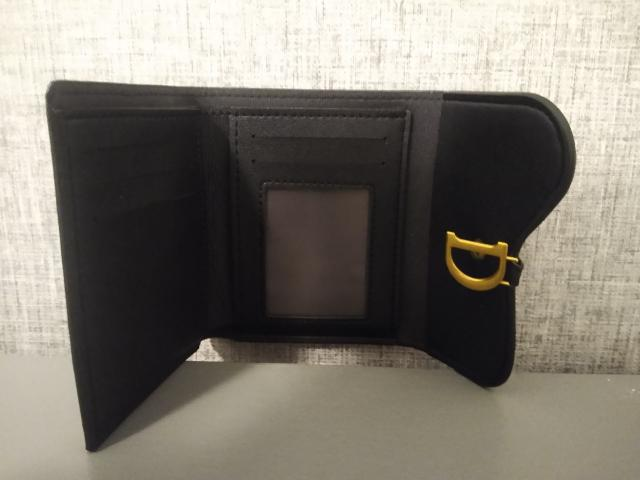 Preview of the first image of Ladies non Authentic Dior Money wallet.