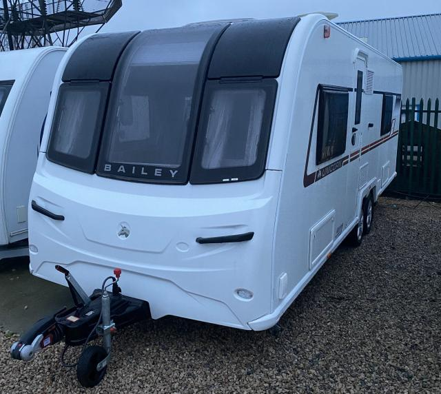Preview of the first image of BAILEY UNICORN BARCELONA 2018 4 BERTH CARAVAN *FIXED BED*.