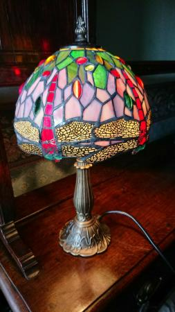 Image 2 of Tiffany style table lamp new