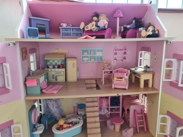 Image 2 of Dolls House fully furnished with dolls