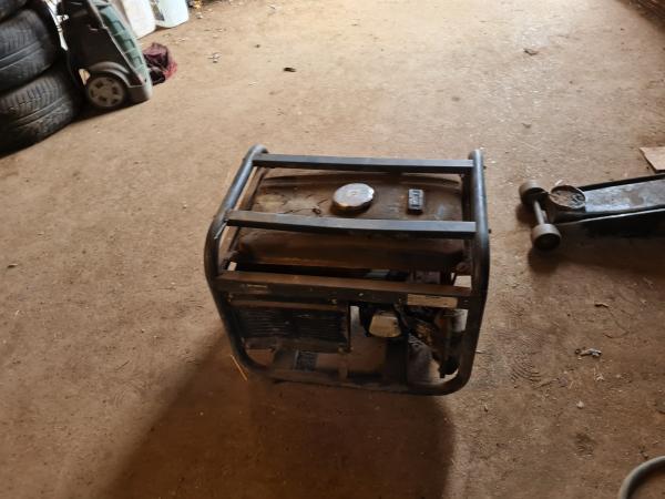 Image 3 of hyundai 3100 generator quiet