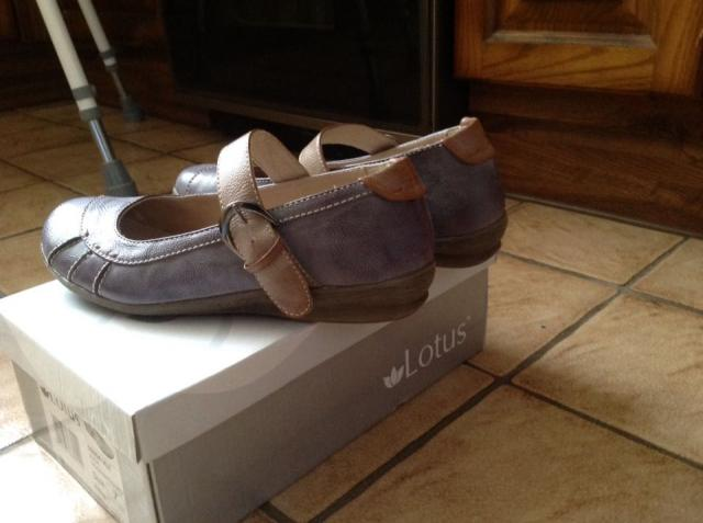 Preview of the first image of Lotus size 7 leather shoes.