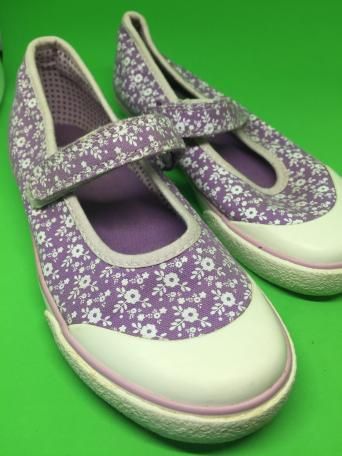 a5d59e8419e4 ... of Girls Size 12 F canvas dress shoes. They are hardly worn so in  excellent condition Velcro Strap to fasten easily. Lovely Purple with White  Flowers ...