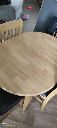 Image 1 of Extendable table 4 chairs